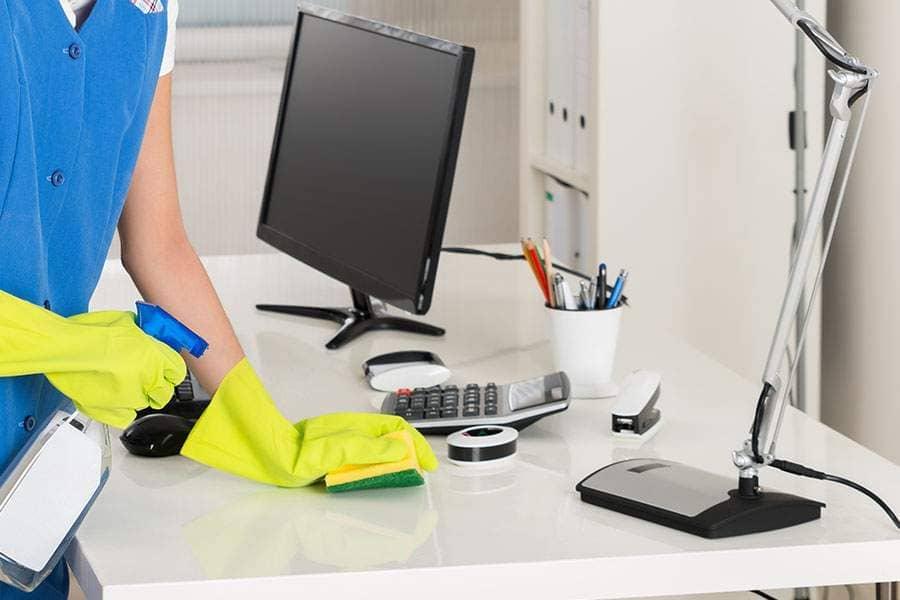 Limpeza no ambiente de trabalho